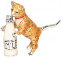 12968 Cat with milk